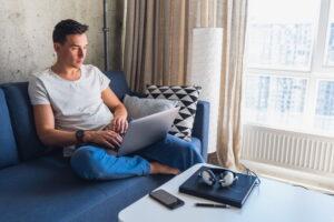 Świetny laptop biznesowy powinien posiadać odpowiednie podzespoły, które zapewnią stabilne i szybkie działanie